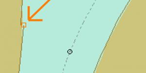 Links (pijl) : geen aansluitende oeverlijn; Rechts: Oeverlijn in het watervlak en dus niet op de land-water scheiding.